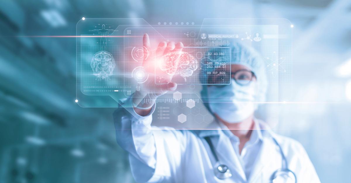 imagem com mulher enfermeira que representa uma solução de transformação digital na saúde