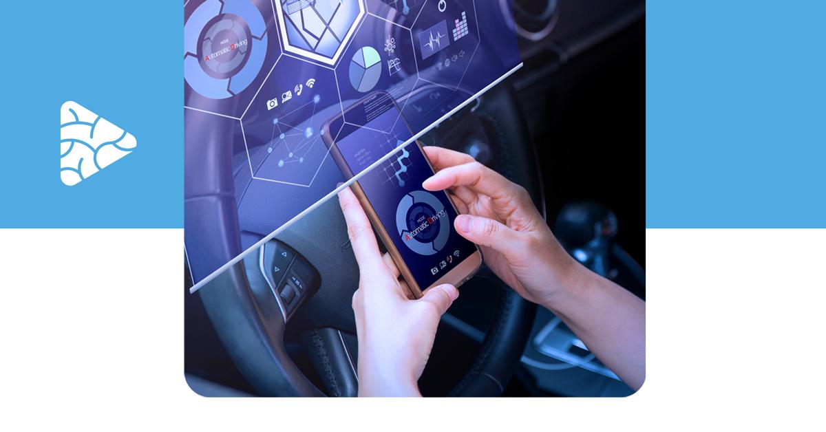 imagem com tela tecnológica e um smartphone que representam uma solução de transformação digital na mobilidade